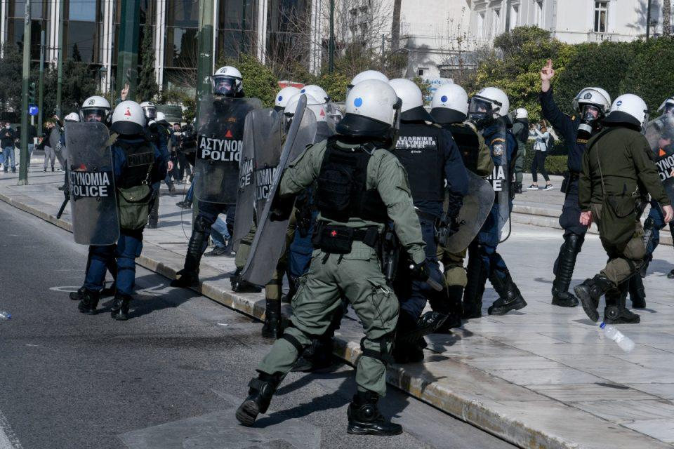 Πανεκπαιδευτικό συλλαλητήριο στο κέντρο της Αθήνας – Ένταση και χημικά στη συγκέντρωση