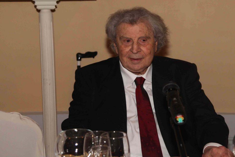 Μίκης Θεοδωράκης: Ο πολιτικός κόσμος τον αποχαιρετά – «Πενθούμε σήμερα»