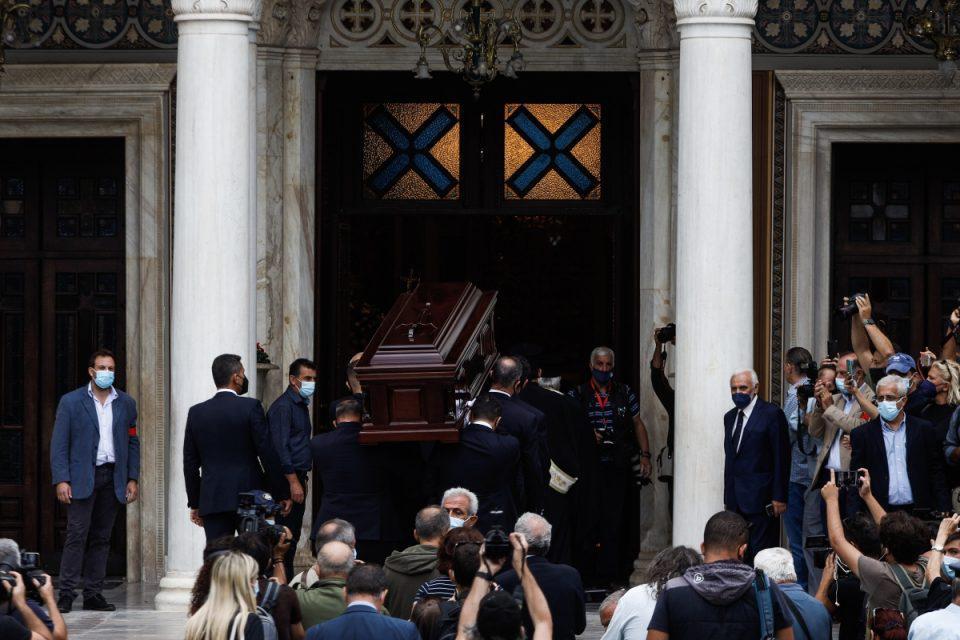 LIVE-Μίκης Θεοδωράκης: Ο τελευταίος αποχαιρετισμός στον σπουδαίο μουσικοσυνθέτη [βίντεο]