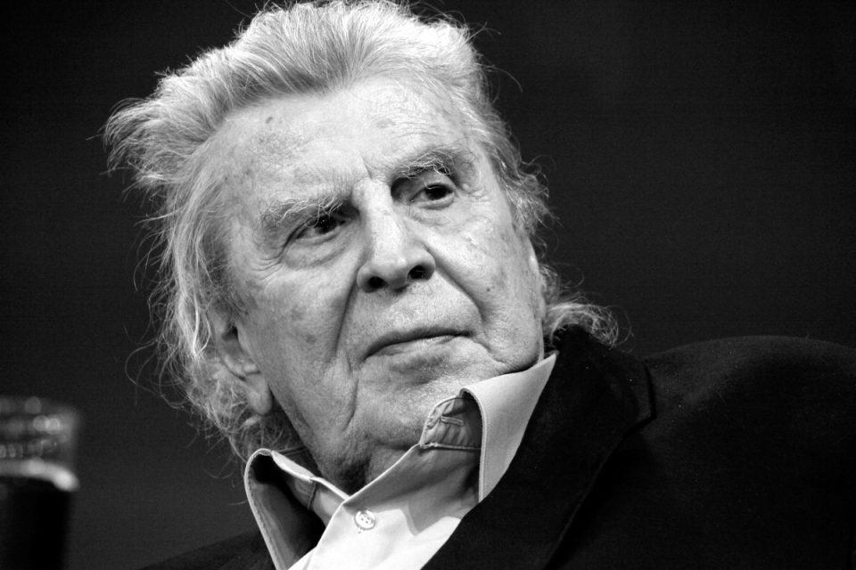 Μίκης Θεοδωράκης: Η κρητική γη υποδέχεται τον μεγάλο μουσικοσυνθέτη