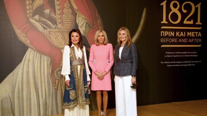 Μπριζίτ Μακρόν: Στο μουσείο Μπενάκη με Μαρέβα Μητσοτάκη και Γιάννα Αγγελοπούλου