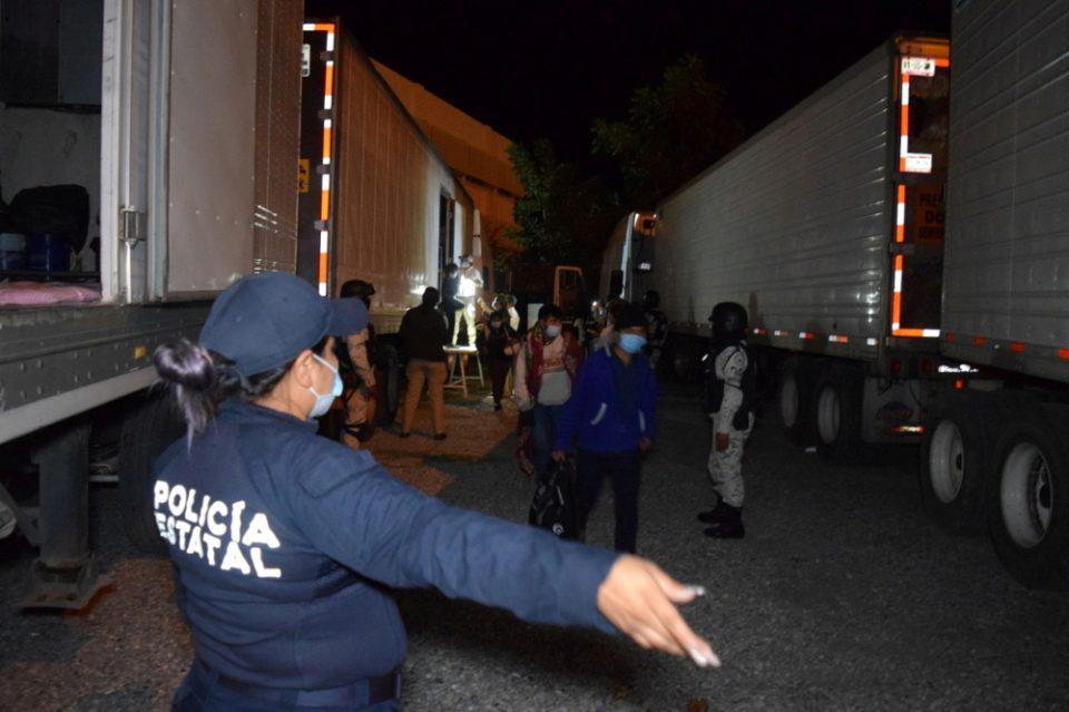 Μεξικό: Εκατοντάδες μετανάστες βρέθηκαν μέσα σε φορτηγά-ψυγεία