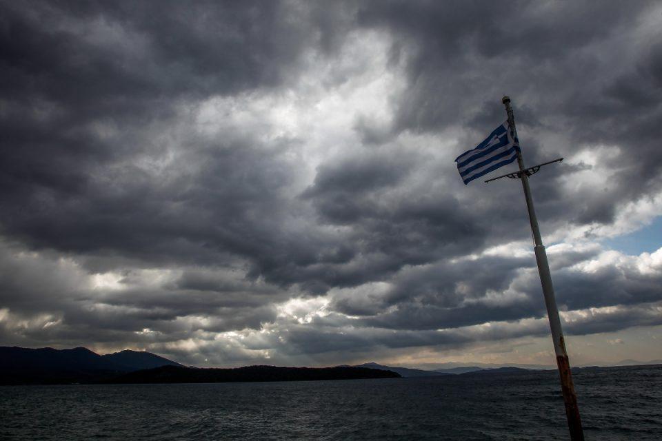 Καιρός: Επιστρέφουν βροχές και καταιγίδες – Σε ποιες περιοχές θα κάνει την εμφάνισή του και πάλι ο… χειμώνας