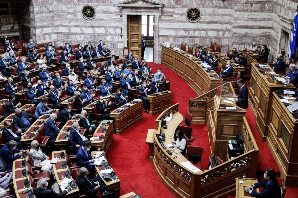 Βουλή: Υπερψηφίστηκε η αμυντική συμφωνία Ελλάδας – Γαλλίας με 191 «ναι»