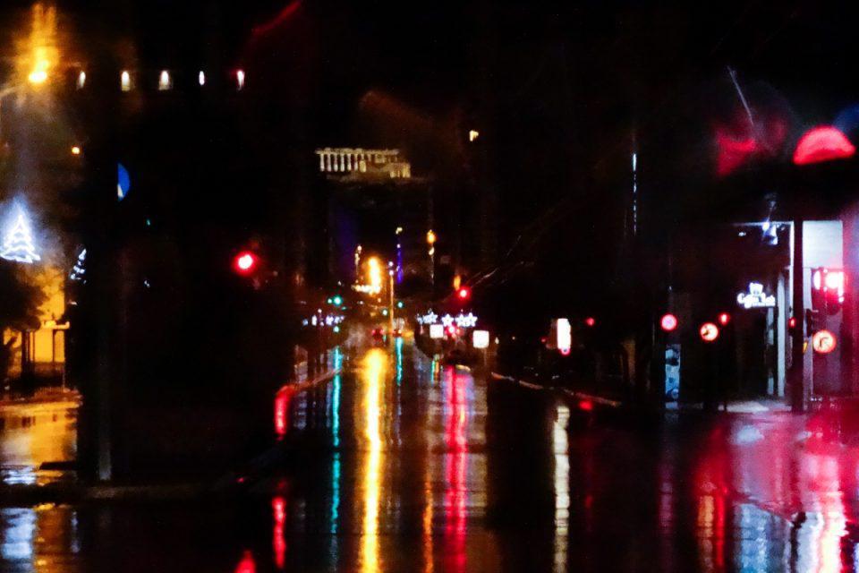 Καιρός: Δυνατό μπουρίνι στην Αττική – Προβλήματα κυκλοφορίας στο κέντρο της πόλης