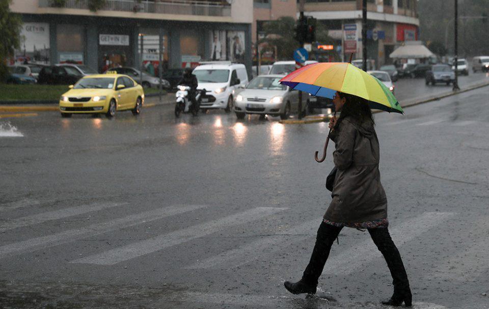 Καιρός: Απαραίτητο αξεσουάρ η ομπρέλα για την Παρασκευή